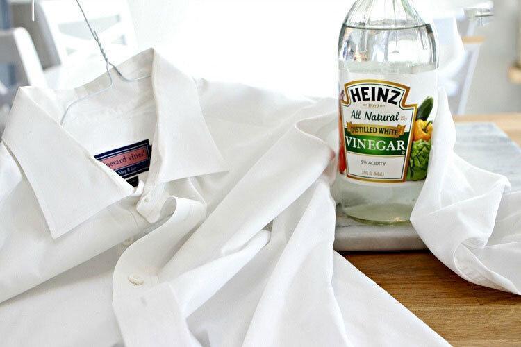 چگونه لباس ها را بشوییم؟ ، روش های از بین بردن چرک سر آستین و یقه