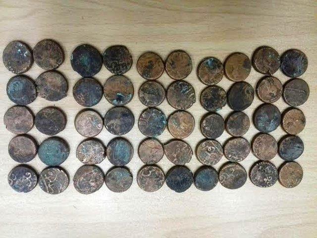 کشف و ضبط سکه های هزار ساله در آران و بیدگل