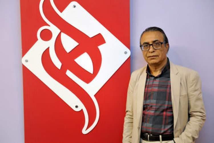 جمال الدین اکرمی: دین من نسبت به آدم ها کتابی است که می توانم برای شان به یادگار بگذارم ، تصویرگر ایرانی نیازمند هم کمک است ، با رمان زندگی می کنم ، شعر دنیای مرا رنگین تر کرد