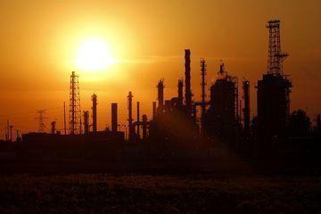آخرین برآورد ها درباره چشم انداز قیمت جهانی نفت خام در ماه های آینده