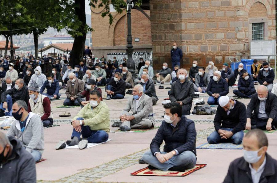 عکس روز ، نخستین نماز آدینه مسلمانان ترکیه پس از 74 روز