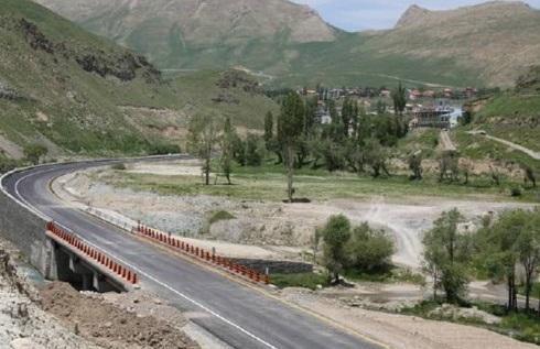 مسئول سالن عملیات مرکز مدیریت راه ها: آزادراه کرج-تهران پر ترافیک ترین جاده شد ، پنج جاده کشور مسدود است
