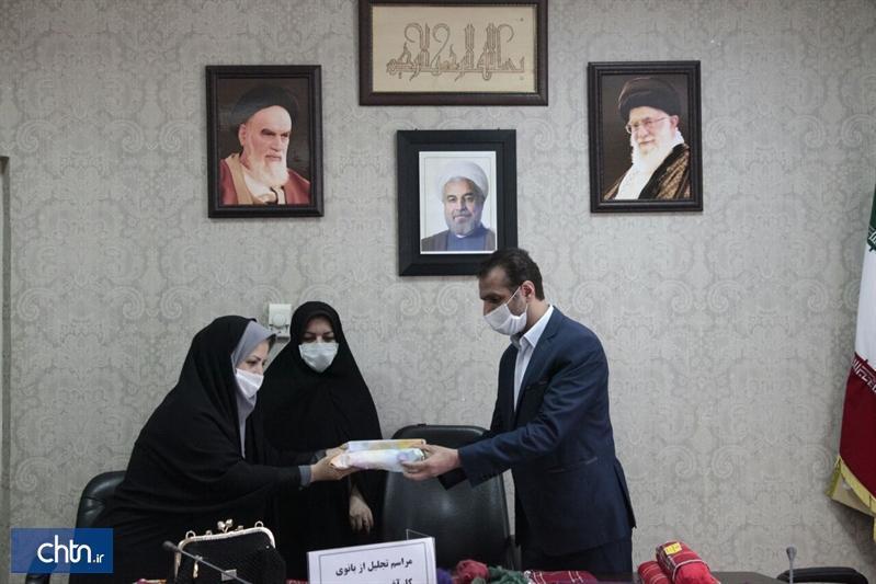 تجلیل از بانوی کارآفرین برتر استان گلستان در حوزه صنایع دستی