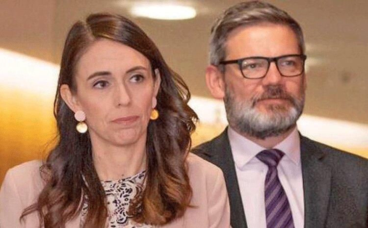 رسوایی اخلاقی در کابینه و مجلس نیوزیلند ، وزیر مهاجرت برکنار شد