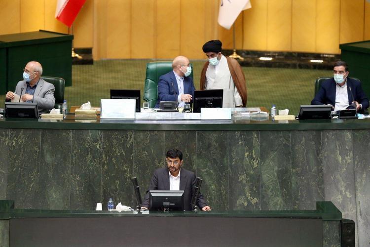 روزنامه جمهوری اسلامی: مجلس نیازمند تذکر جدید رهبری است