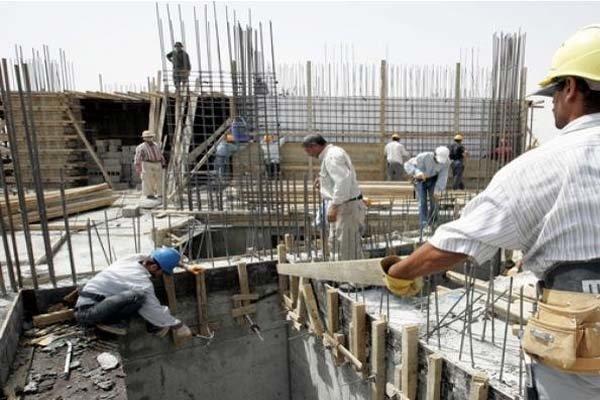 چه کسانی مخالف بیمه کارگران ساختمانی هستند و دلیل آنها چیست؟