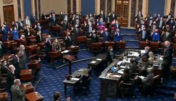 خبرنگاران سناتورها برای محاکمه ترامپ سوگند خوردند